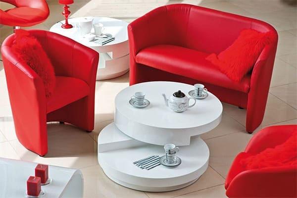Полукруглые кресла в интерьере гостиной