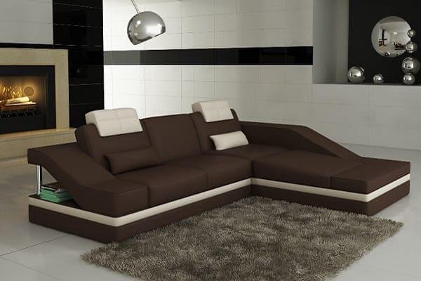 Большой коричневый диван