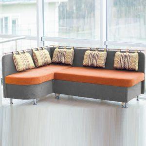 Серо-оранжевый диван кухня