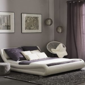 Спальня белая кровать