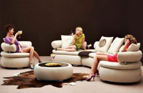 Кресла в интерьере гостиной