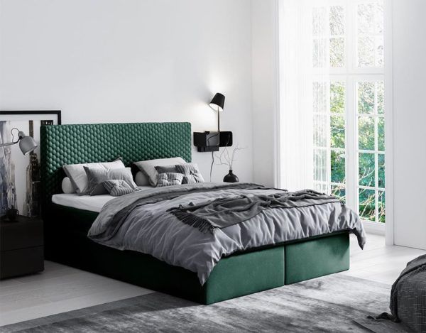Зелёная красивая кровать