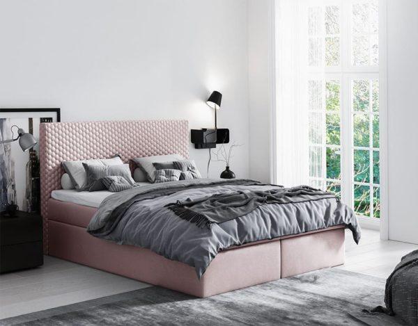 Розовая красивая кровать
